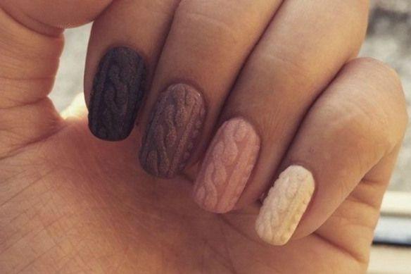 #parliamoneinsieme Abbiamo visto diverse unghie in questo 2015 tra cui le Bubble nails, manicure di dubbio gusto con le unghie a forma di pallina, per chi non ricordasse sono queste: L'ultima moda ...