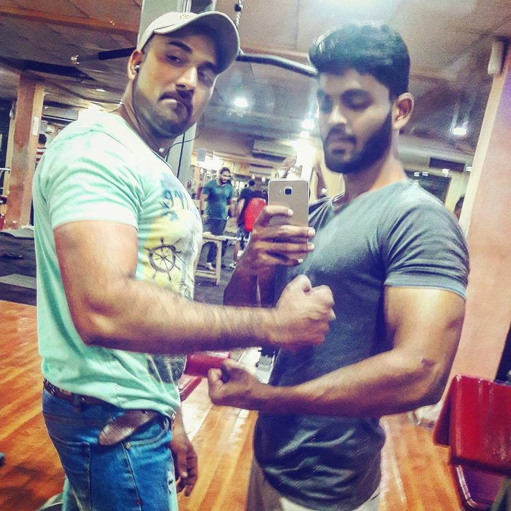 Comparing With Guru..!! Bicep Size.. #bodytransformation #transformation #inprocess #gym #gymselfie #biceps #tricep #leanbody #fitness #fitnessmodel #fitnessmotivation #posing #poser #workout #workoutdone #shoutout #motivation #trainer #model #modelling #modellife #bodybuilding #bodytech #trend #fashion #smile #instagram #picoftheday #followme #photography