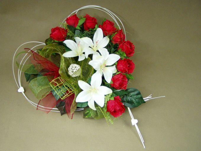 RÓŻE czerwone LILIE białe SERCE misa (662.6) stroik na grób Kompozycje kwiatowe Marko604