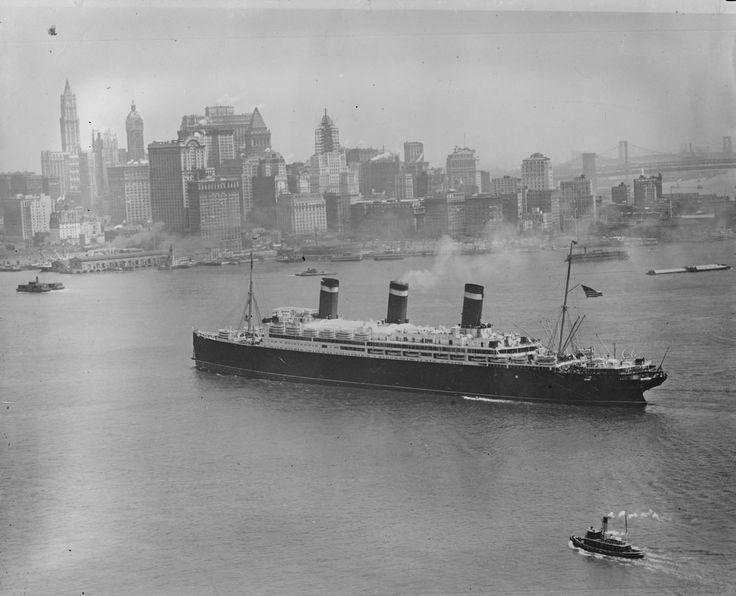 Лайнер входит в Нью-Йорк, 1920-е годы : foto_history