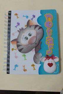Cuaderno gato escondido