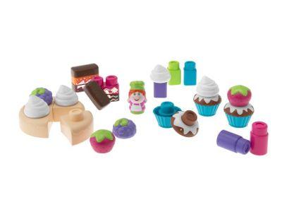 Il set di Costruzioni Cake Design include 30 mattoncini colorati con cui creare i propri dolci preferiti. Incluso nel set c'è un allegro pasticciere.   Ma il divertimento non finisce qui!  Tramite l'applicazione gratuita «App Toys Blocks», inquadrando uno speciale mattoncino colorato, il bambino può scoprire la magia della realtà aumentata riprodotta in 3D sul tablet.