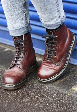 d136a9a9c955 VINTAGE DR MARTENS BROWN LEATHER LACE-UP BOOTS