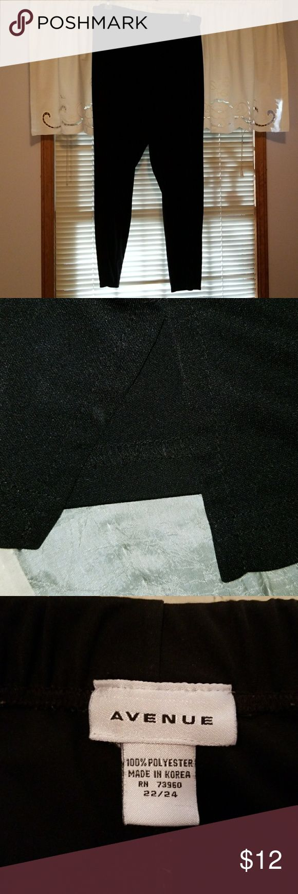 Pants EUC black pants. Very flowy with a little side slit at the hemline. Elastic waistband. Nice to wear to work or dress it up with a sparkly blouse and heels for an evening out. Avenue Pants Trousers