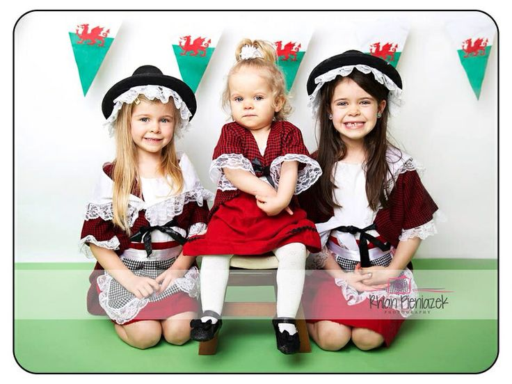 St David's Day. Welsh sisters. Rhian Pieniazek Photography 2014.
