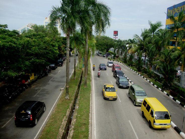Street around Batam Centre with underground power lines