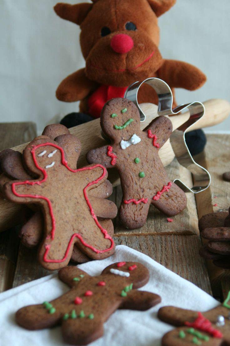 Jong en oud kan met een gerust hart genieten van deze gezonde kerstkoekjes, zonder geraffineerde suikers. www.lekkeretenmetlinda.nl