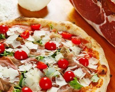 Passione pizza: menu pizza per 2 con antipasto, pizza e dolce a scelta, birra media o bibita, acqua, caffè e limoncello a soli 19 € anziché 47 €. Risparmi il 60%!   Scontamelo