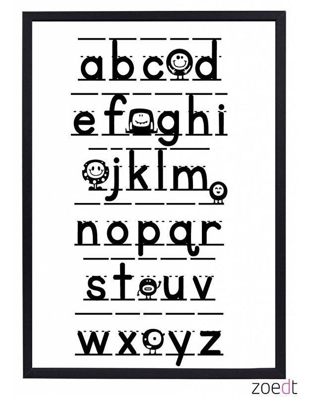 Poster Alfabet 30x40 cm.Alfabet poster voor de kinderkamer . Leuke grafische zwart-wit poster met het alfabeth. Leuke grafische poster. Deze poster heeft de letters van het alfabet zoveel als mogelijk zoals kinderen het op school leren. Met deze leuke poster wordt letters leren een feestje. Formaat 30x40 cm. De poster wordt geleverd zonder lijst.