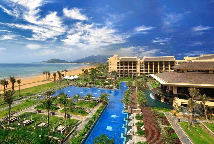 Follow Us Around the Hotels in Sanya! (16-2) Sheraton Shenzhou Peninsula Resort – Hotel Exterior at daytime. #sanyarepin #sanyaheartstohearts