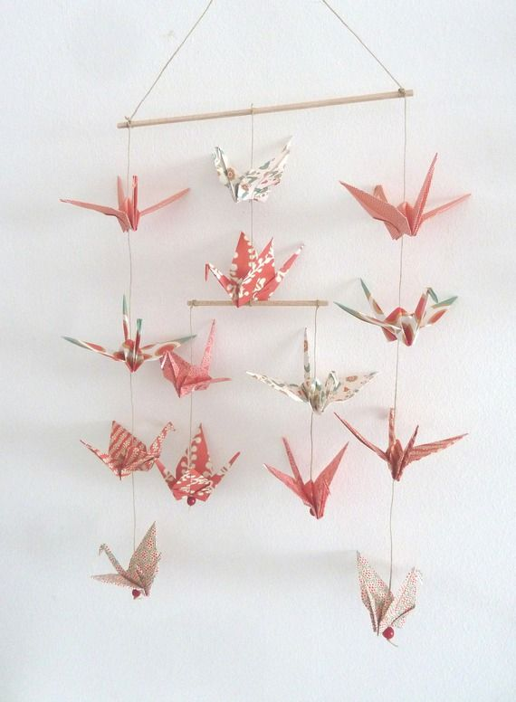 Mobile en origami 14 grues rouge or vert d coration - Deco murale chambre bebe fille ...