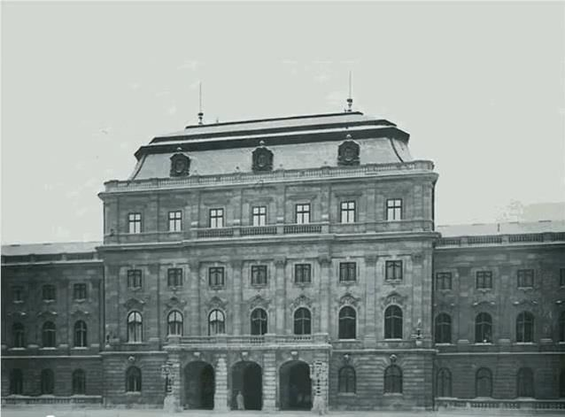 Budavári Palota - Fejedelmi és vendéglakosztályok főbejárata az Oroszlános udvarból (Nyugati-szárny)