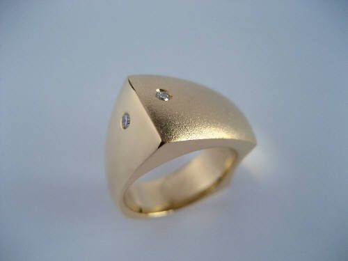 Susan Kun CONTEMPORARY GOLD AND DIAMOND RING / Canada House Gallery
