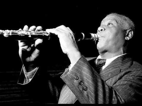 http://youtu.be/QBoO0GMadAgSidney Bechet fue un músico y compositor de jazz estadounidense, intérprete de saxofón soprano y clarinete, que nació el 14 de mayo de 1897.
