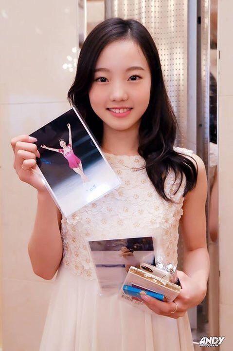 アジアの美少女。笑顔の本田真凜ちゃんとメイシーちゃんのツーショット写真を公開。 | フィギュアスケートまとめ零