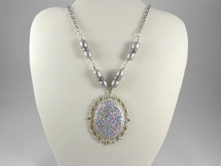 Halskette Medaillon, Süßwasserperlen Halskette, Edelstahl Halskette, Resin Halskette, Strass, Glitzer, grau, silbergrau, Geschenk für Sie von RSSchmuckwelt auf Etsy
