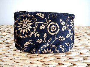 Black and Gold Make Up Bag $9.95 : Gold screen printed flowers, leaves and buds look gorgeous against the black material of this attractive make up bag. http://greengiftsaustralia.com.au/shop/index.php?main_page=product_info&cPath=60_61&products_id=287