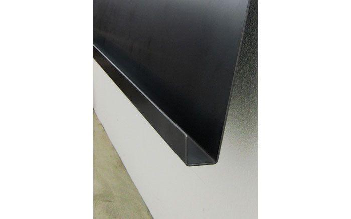 鉄製のオリジナルマガジンラック 1枚の鉄の板を曲げただけのシンプルなデザイン 細部