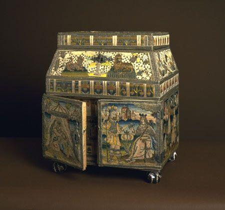Hannah Smith's Casket ..... http://emu.man.ac.uk/emuwebwag/objects/common/webmedia.php?irn=1095&reftable=ecatalogue&refirn=18930