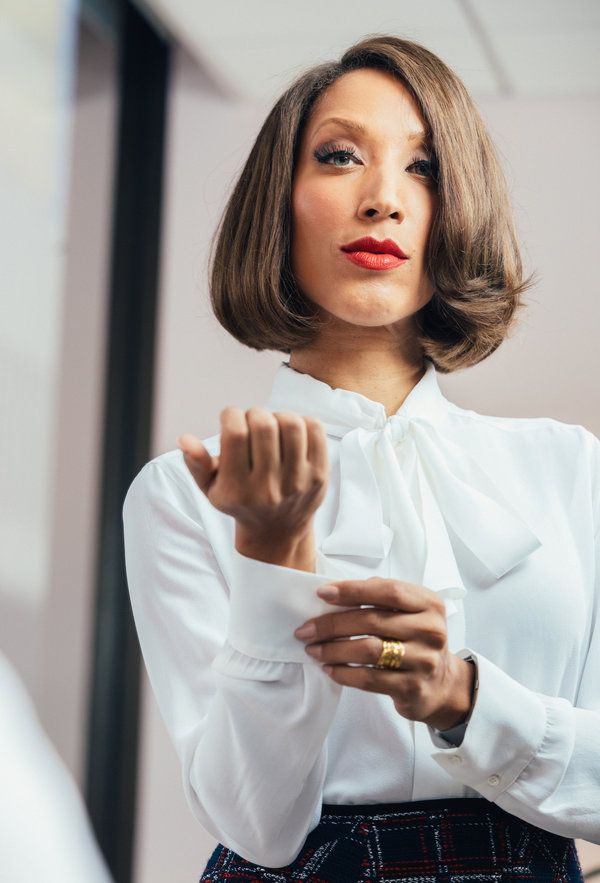 Robin Thede first black woman to host a late night talk show on TV - 2017
