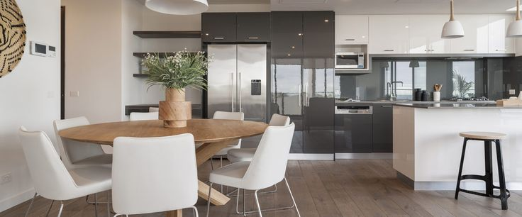 Caroline Serviced Apartments Sandringham - Three bedroom premium apartment kitchen dining area