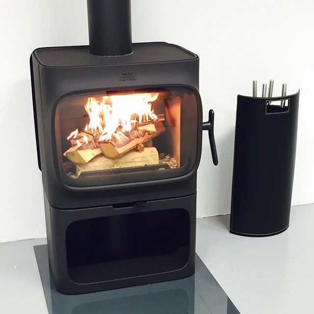 "Jøtul F 305 on photoshoot ""Hey there good looking!"" Just a few more days now... Curious to see what's happening? #Jotul #Jøtul #JøtulF305 #JotulF305 #Countdown #AnderssenVoll #Jotul_Woodstove #peisovn #fireplace #Jotul_Modern_Woodstoves #interiordesign #Interior #InteriorArchitecture #Architecture #vedovner @anderssenvoll #design"
