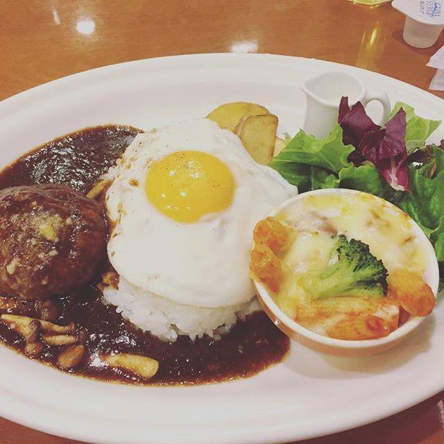 いつぞやの、ランチです♡(笑) デミグラスソースが美味しかった‼︎ 結構なボリュームでした(^o^) 食後にアイスついて1080円は安い♡  #hokkaido #sapporo  #lunch #札幌 #ランチ #百貨店#ハンバーグ#肉 #ひき肉#満腹#グラタン #美味しい #happy  #ごちそうさまでした  #月曜日 #眠い
