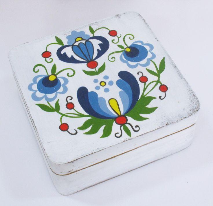 Recznie malowane pudełko w kaszubskie wzory.