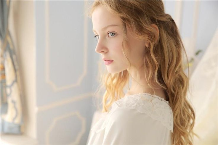 "Style S16069 Fabric Ultra soft gauze Lining Modal Top size Length Bust Sleeves S 25.6"" = 65 cm 34.6"" - 36.2"" = 88 - 92 cm 25.2"" = 64 cm M 27"" = 69 cm 36.2"" -"