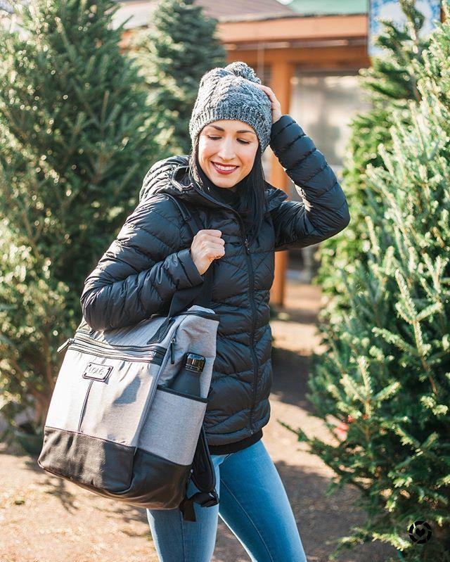 Shop Lolë's Best Selling LILY BAG & EMELINE JACKET! #Gifts #PufferJacket #Fashion #LoleWomen