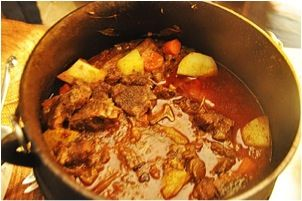 This delicious mild lamb curry potjie makes a winter winner meal. Serve with rice of your choice.