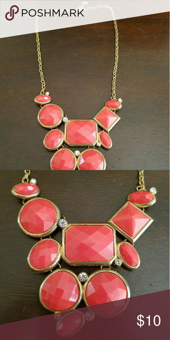 Coral statement necklace ?In great condition, no missing stones or jewels ?Smoke free home  ?No trades ?Offers welcome but please no low balling Jewelry Necklaces