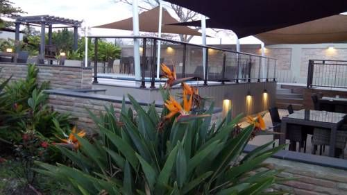 Hotel Colibri Koné Offering an outdoor pool, Hotel Colibri is located in Koné. Free WiFi access is available. Each room here will provide you with air conditioning and a balcony.  Complete with a refrigerator, the dining area also has an electric kettle.
