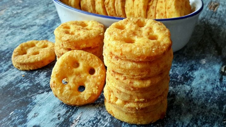 Sósan is mosolygósan: lyukas sajtos kréker #sós #rágcsa #recept