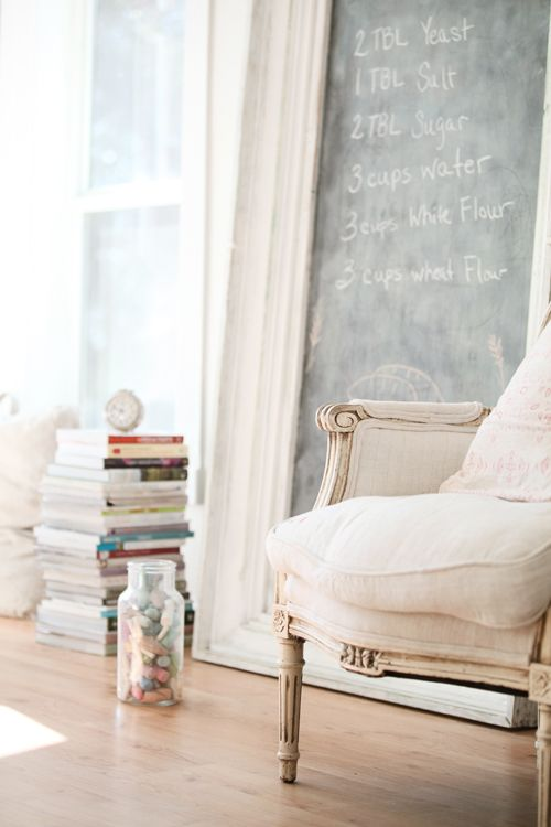 Chalkboard and chair.Dreamy White, Living Rooms, Chalkboard Walls, Shabby Chic Room, Chalk Boards, Vintage Frames, A Frames, Chic Home Decor, Chalkboards Wall