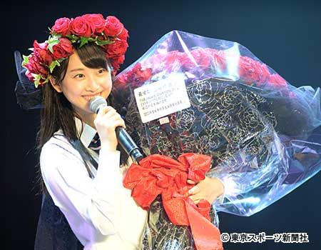 笑顔で花束を受け取る松井玲奈 ▼25Jul2015東スポ 松井玲奈 SKE最後の生誕祭で笑顔 http://www.tokyo-sports.co.jp/entame/entertainment/426004/ #松井玲奈 #Rena_Matsui #SKE48