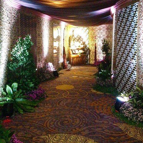 """Didith ❤ Olien - 19-21 Februari 2015 - JW Marriott Hotel Surabaya #javanesewedding #siraman #adatjawa #gebyok #pergola #joglo #rajagebyok #tematikdekor…"""