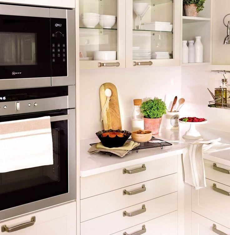Si estás pensando en reformar tu cocina, estos 10 pasos te ayudarán a que la reforma sea todo un éxito. Desde cómo ganar luz hasta más espacio para guardar