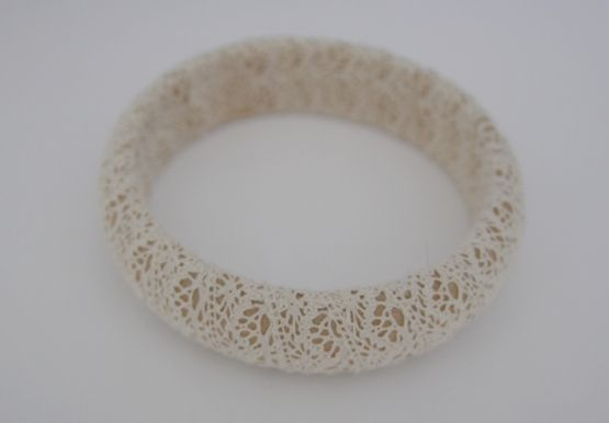 'Arms of heaven'   Wood bracelet with lace