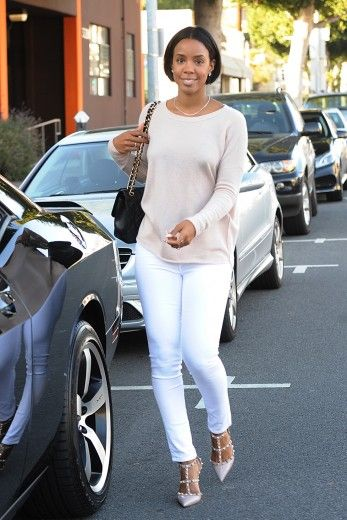 Kelly Rowland and her family go bridal shopping in Beverly Hills.