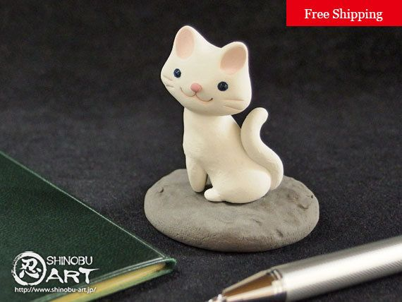 "Etsy のCute Desk Accessory ""Kawaii Ceramic White Cat"", Ceramic Paperweight, Ceramic Animals, Free Shipping(ショップ名:ShinobuArakiArt)"
