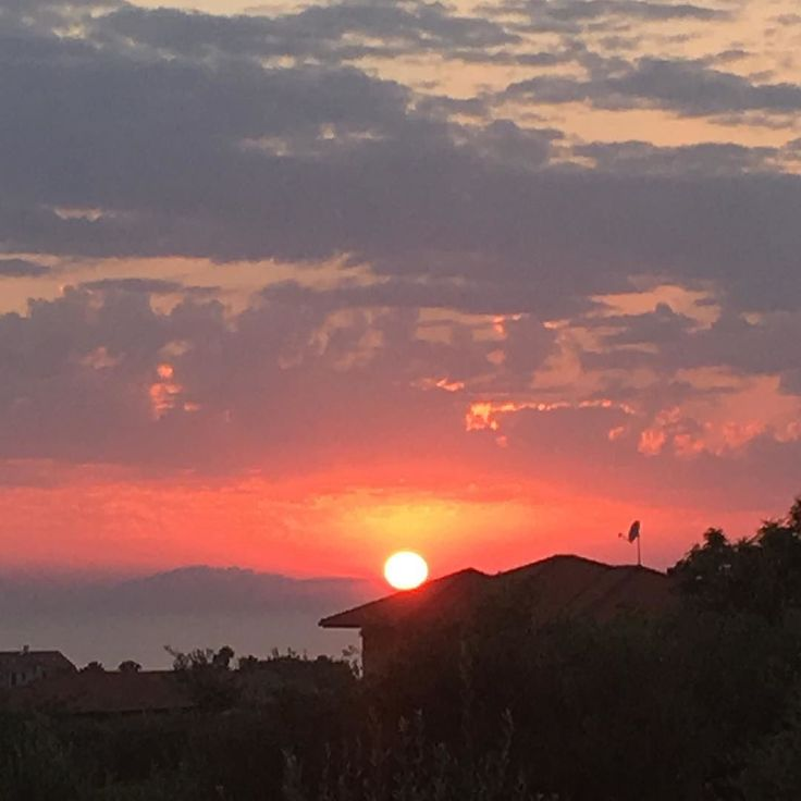 #villatinaholidayhomes sun kissed  https://goo.gl/VHrY5b #villatina #villatinaeu #visit #travel #holidays #vacation #sunset #sun #like4like #followme #pretty #beautiful #red #orange #pink #sky #skyporn #cloudporn #nature #clouds #horizon #photooftheday #instagood #gorgeous #warm #view #night #instasky #all_sunsets