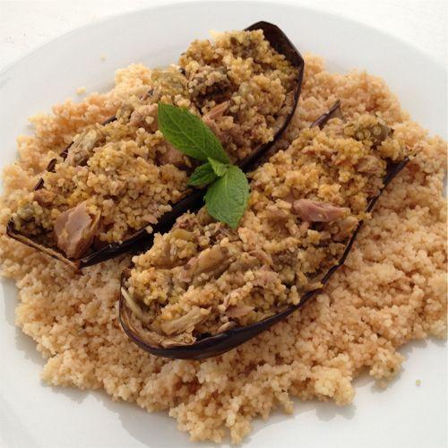 Diese Auberginen-Schiffchen bringen durch die orientalischen Gewürze einen echten Urlaubsgeruch in deine Küche. Der Thunfisch versorgt dich mit dem nötigen Protein und der Couscous bringt dir die Kraft die du zum Training brauchst.