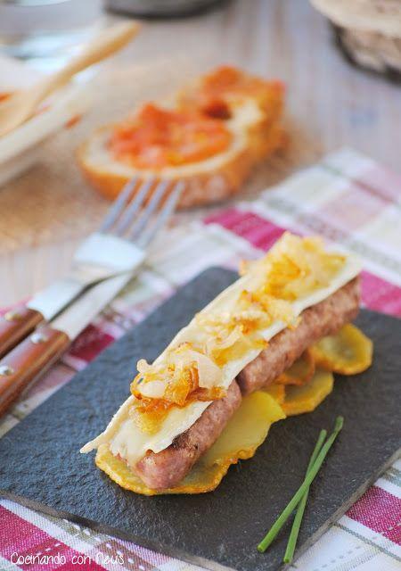 Cocinando con Neus: Butifarra esparracada con brie y cebolla caramelizada sobre cama de patatas