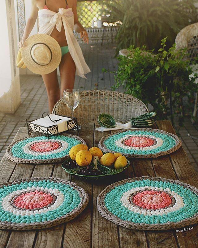 WEBSTA @ susimiu - Estos bajo platos son los ideales para las comidas de verano  le dan vida a cualquier mesa donde se pongan …