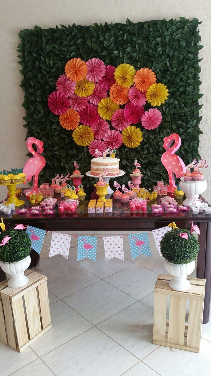 Flamingos & Pineapples