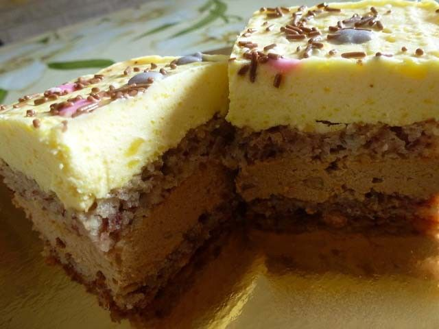Jedním z mnoha oblíbeným dortů je právě tenhle. Jednoduchá a chutná mňamka. Je sice trošku dražší, ale určitě stojí za vyzkoušení.