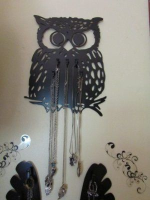 Owl jewelry holder! I want this in my room!