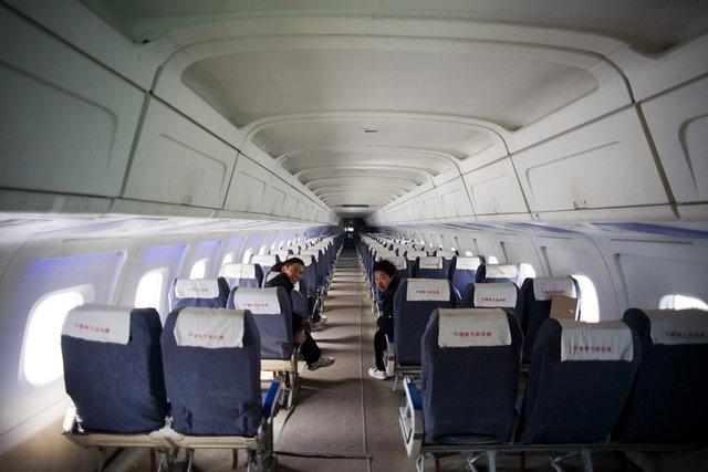 Bangku pesawat di posisi mana yang paling aman?