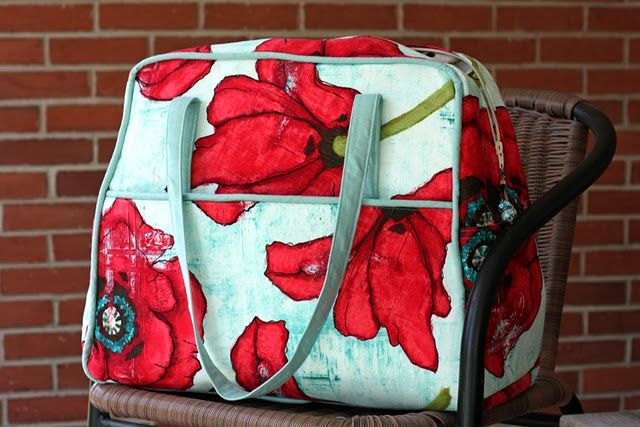 Amy Butler Weekender Bag in Poppies. Yes. Want.